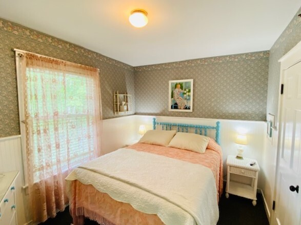 Image for 300Q) Queen Cottage Room