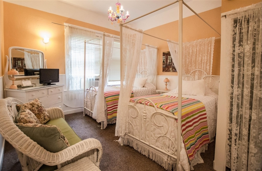 Image for 102T) Twin Cottage Room