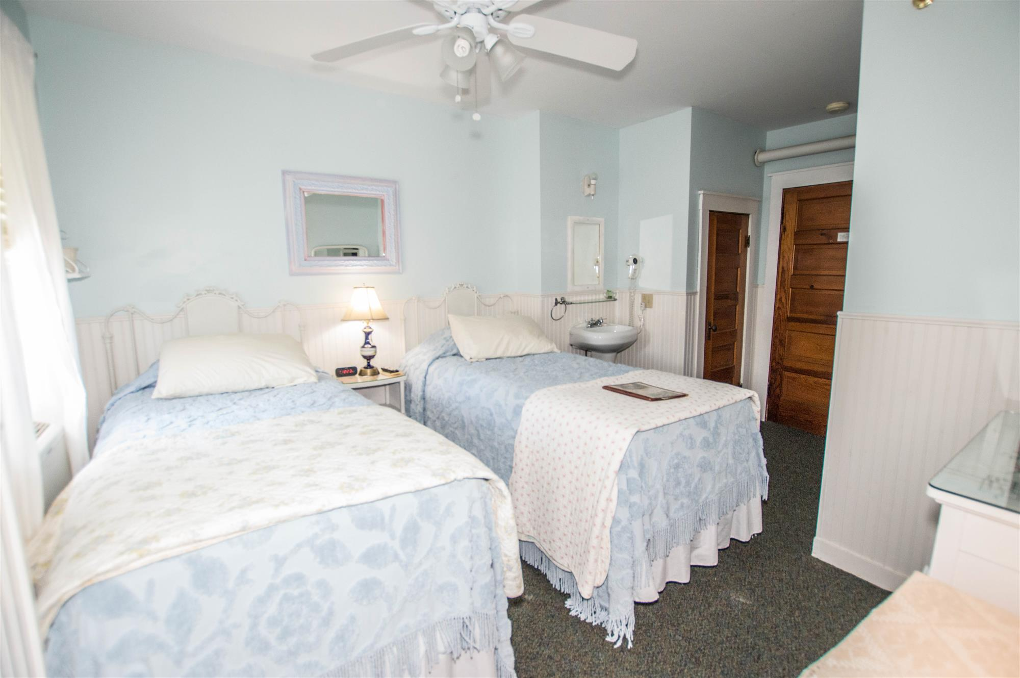 Image for 318T) Twin Cottage Room