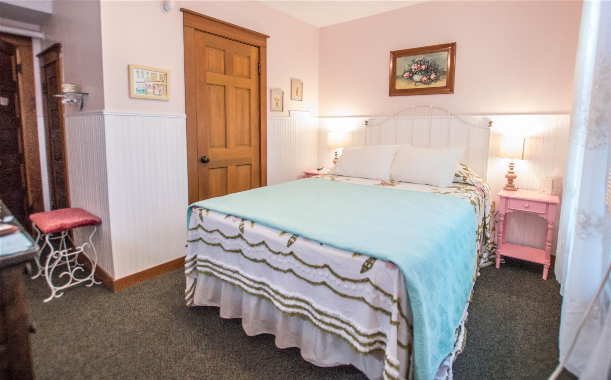 Image for 201Q) Queen Cottage Room