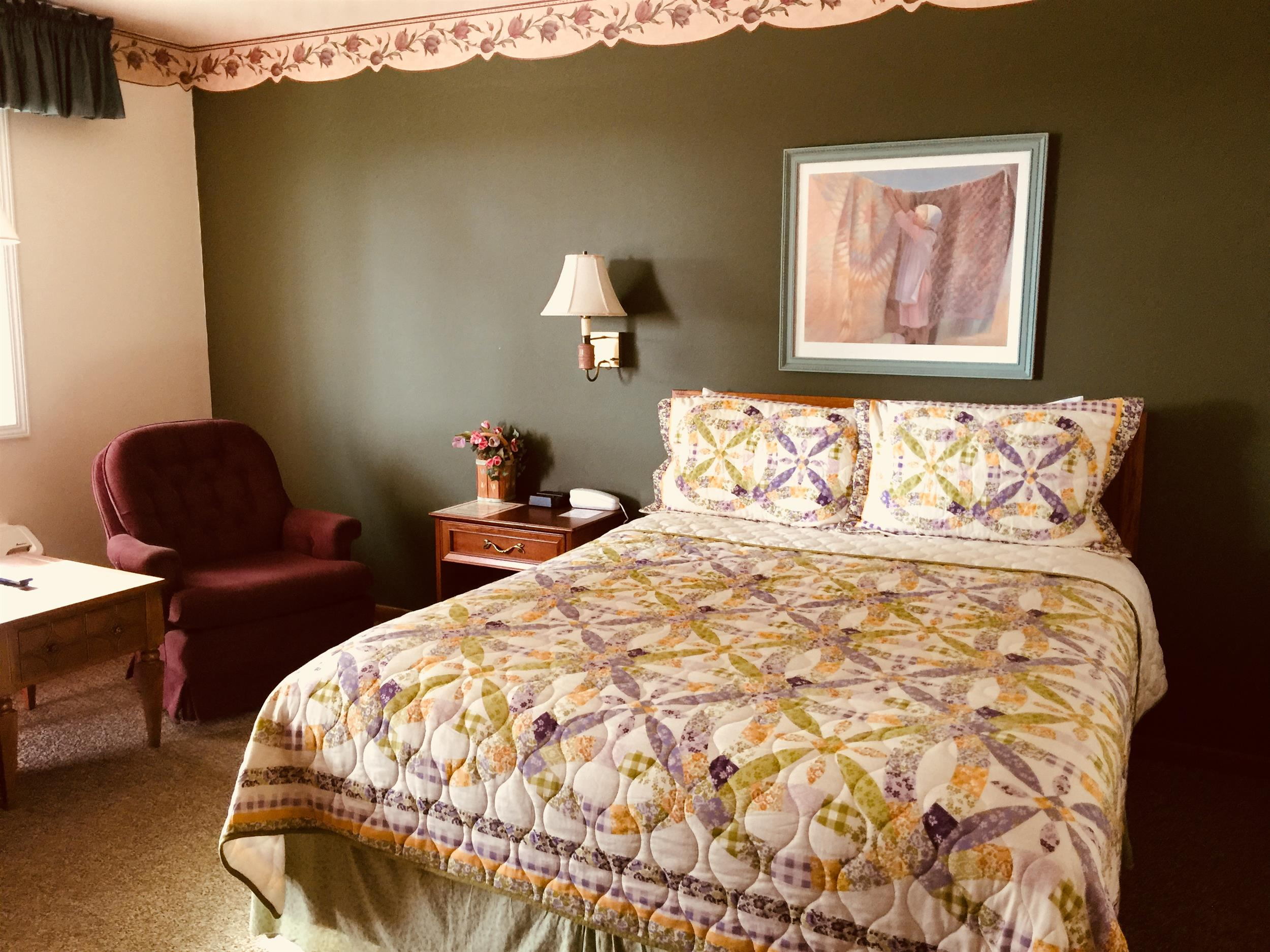 Image for 137) 1 Queen Bed