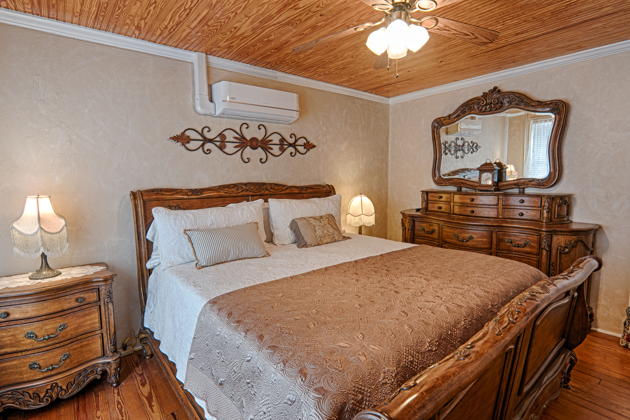 Image for 02  King Riverfront Suite #2