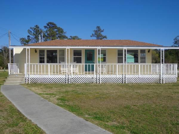 Image for Waterfront Cottage 608748