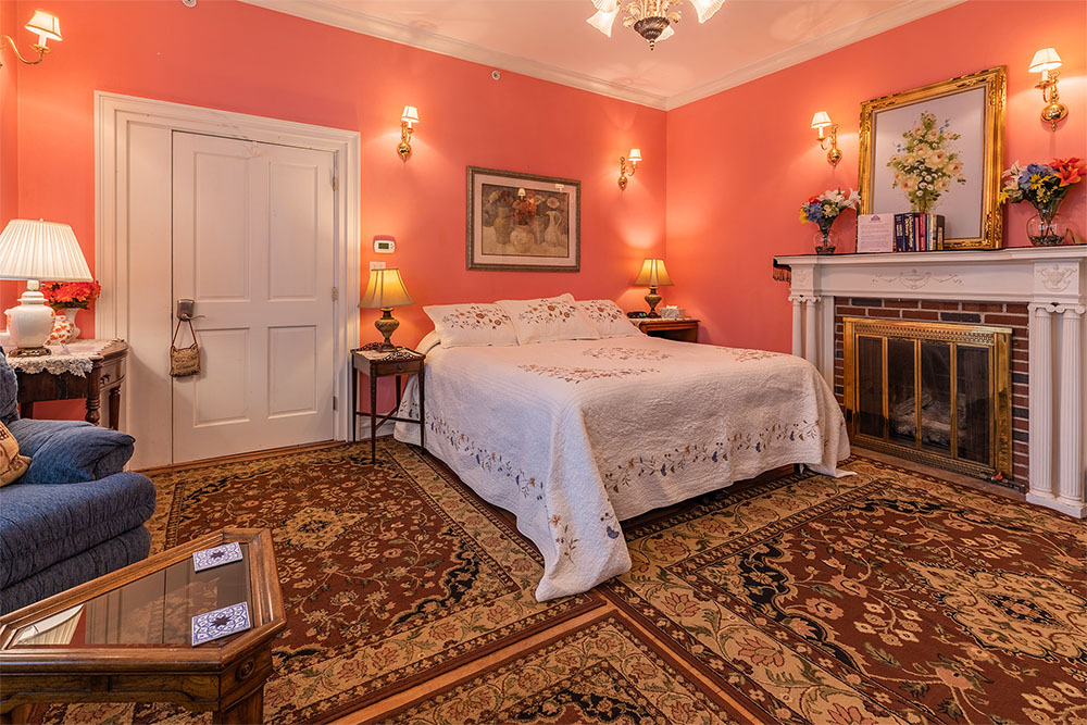 Image for 09) Peach Lily Suite - King - 1st Floor